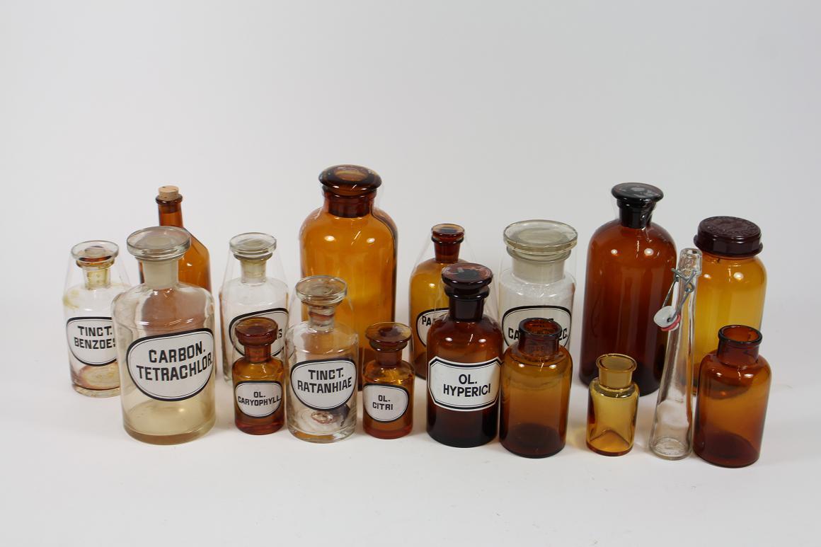 * 17x alte Apothekerflasche Apothekergefäß Glas Flasche ab 1900 H 8-20 cm